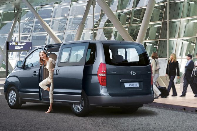 Minibus for airport transfers: The advantages you can get from!